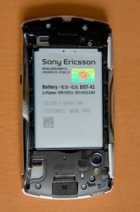 Sony Ericsson Xperia PLAY geöffnete Rückseite
