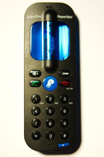 SpareOne Phone Frontansicht - Notfallknopf ist vom Kooperationspartner flexibel belegbar