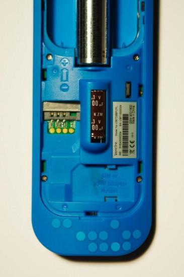 SpareOne Phone Rückseite - SIM-Slot und Batteriefach