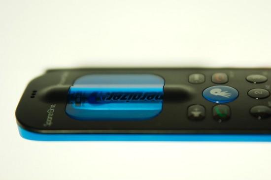 SpareOne Phone Seitenansicht: Die Batterie ist der optische Dreh- und Angelpunkt